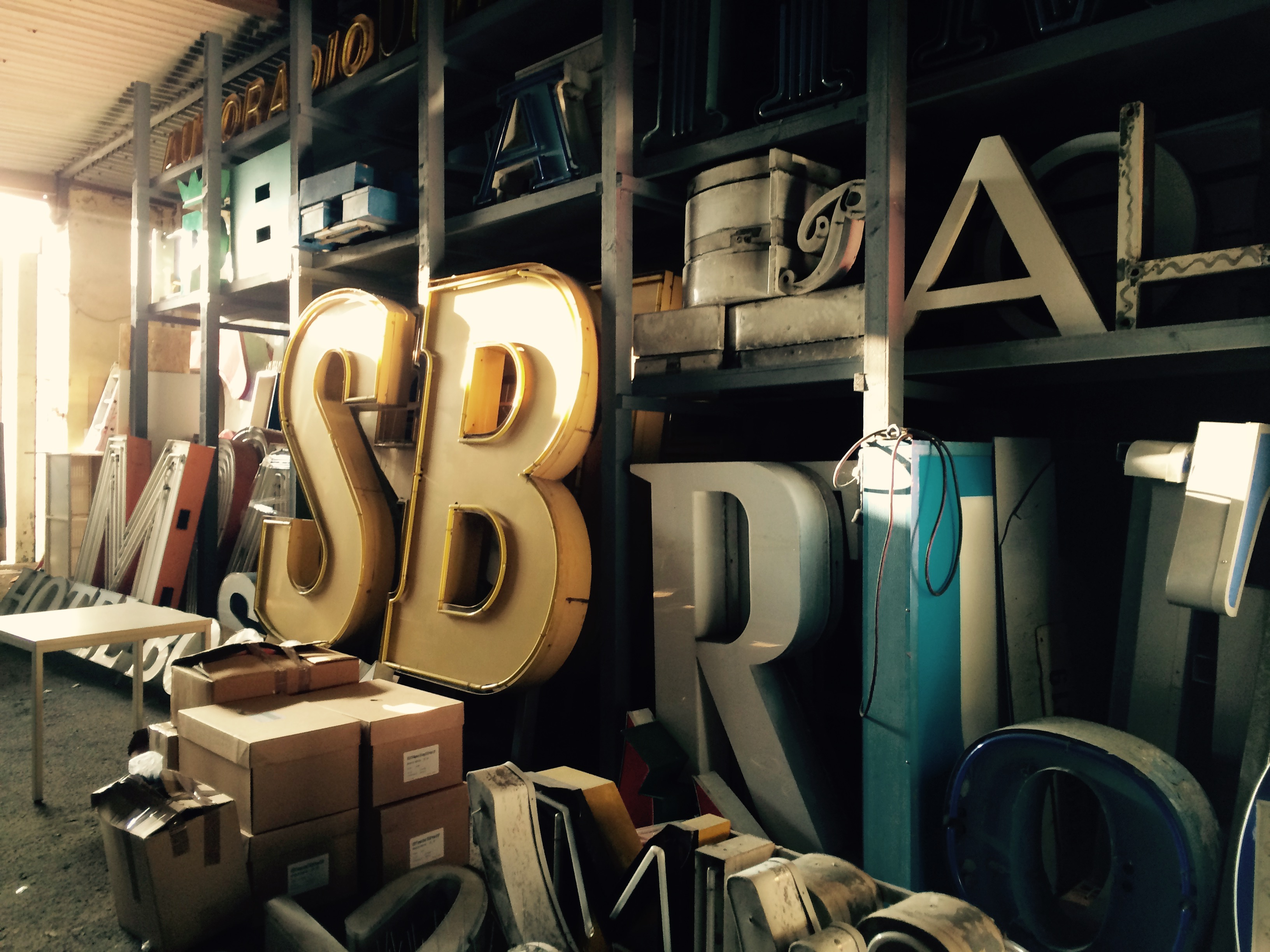 Franziska Schatz Grafik Design | Kommunikationsdesign | Editorial Design | Logo | Branding | Corporate Design | Identity | Werbung | Werbeagentur | Kaufbeuren | Allgäu, berlin, hauptstadt, buchstaben, typografie